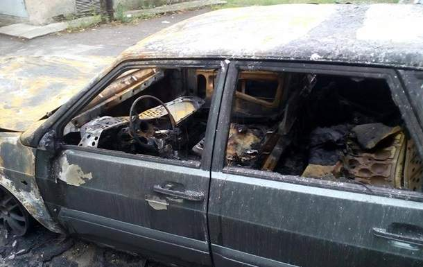 Неизвестные подожгли авто харьковского журналиста (Фото)