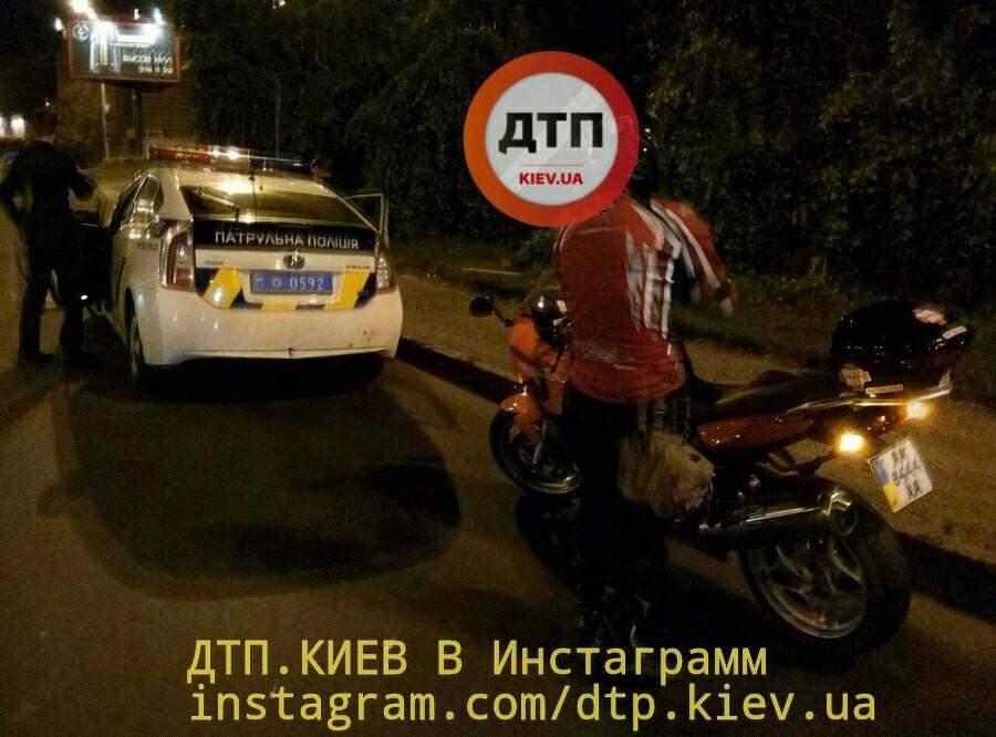 ДТП в Киеве: Байкер попал в больницу (Фото)