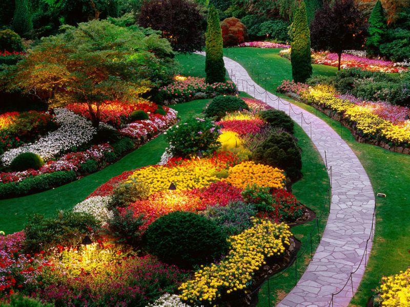 Великое множество искусственных садовых растений