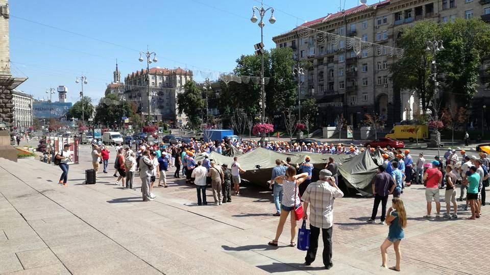Под здание КМДА вышли с протестом работники Киевпарктранссервис (фото)