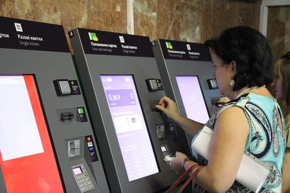 Фотоитоги 2 августа: День десантника, жара, QR-код вместо жетона в метро Киева (фото)