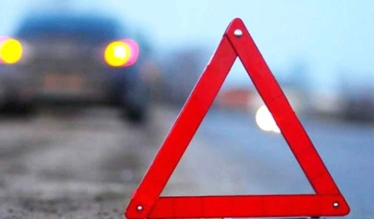 Под Киевом девушка-водитель врезалась в отбойник (видео)
