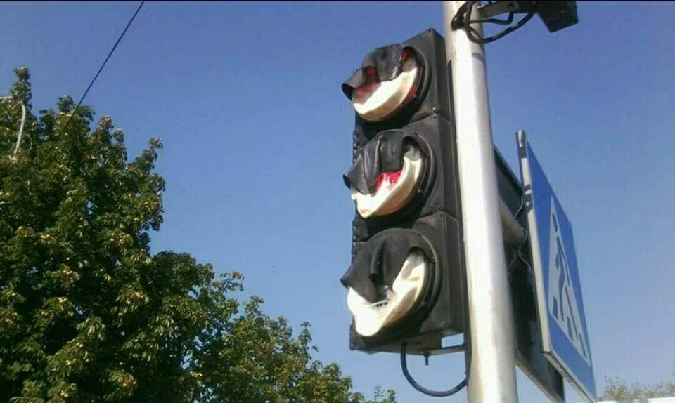 В столице из-за жары расплавился светофор (Фото)