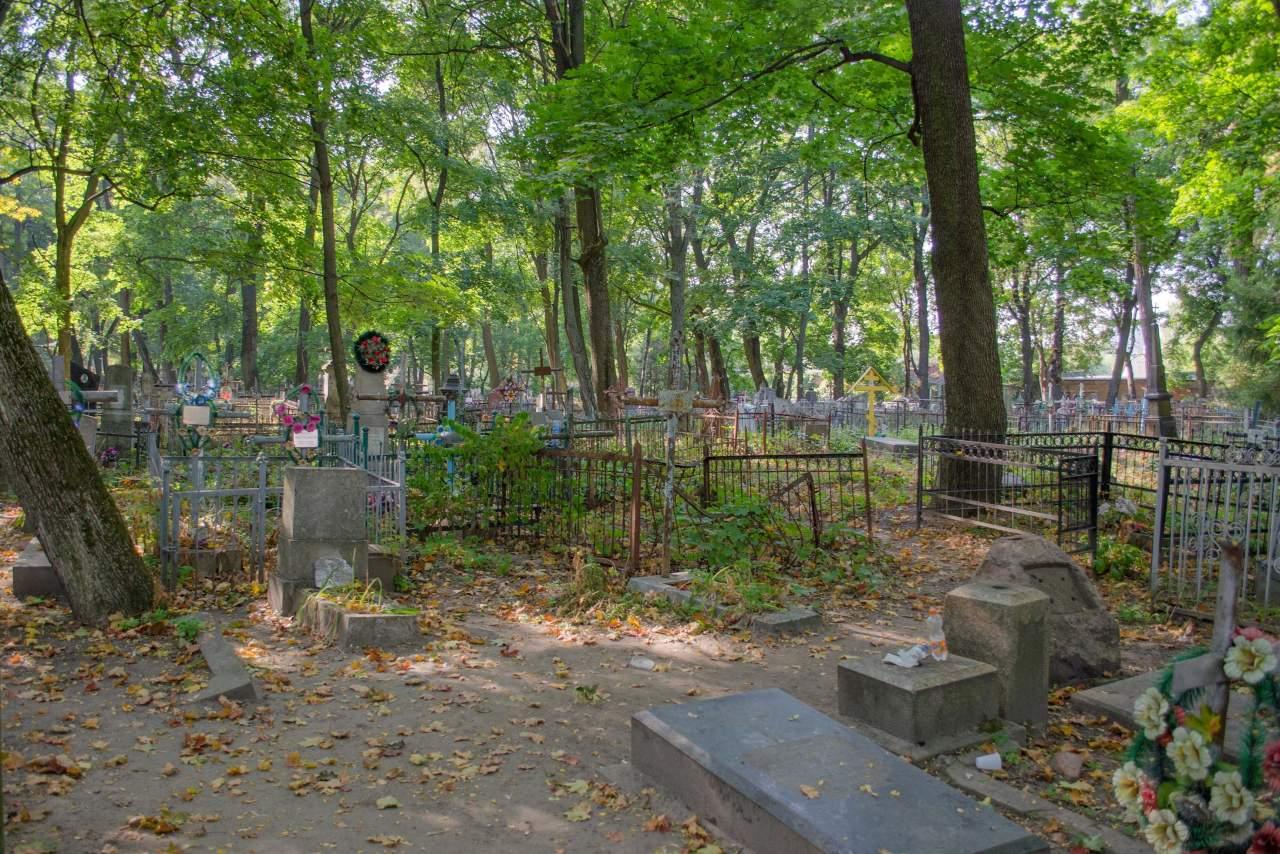 В Чернигове мужчина ограбил могилу