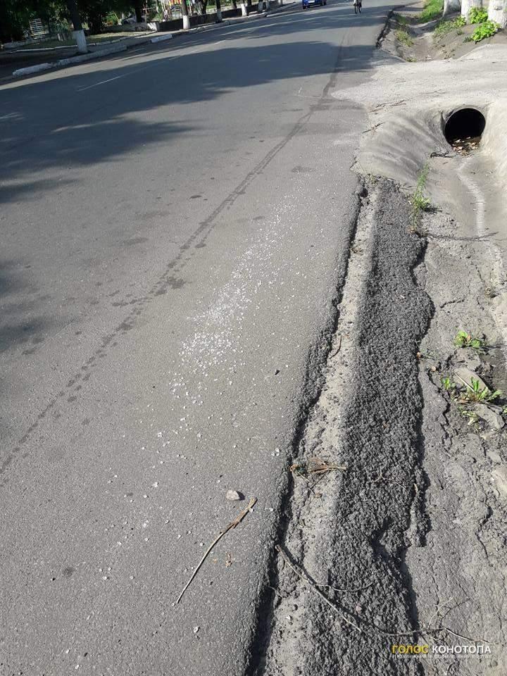 Кто-то осыпал дороги Конотопа стеклом (Фото)