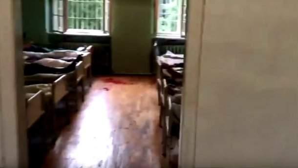 Резня в психбольнице Львова: Одержимый забаррикадировался и напал на людей (Видео)