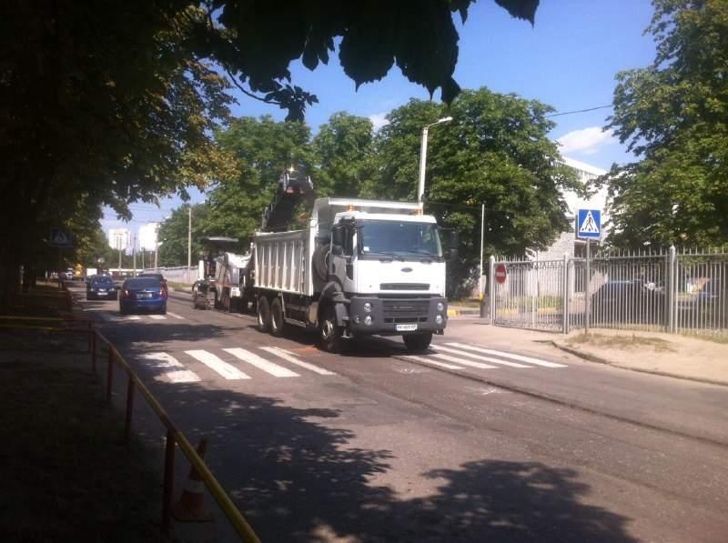 В Харькове начали ремонтировать дороги