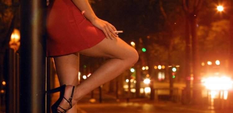 Российского священника нашли в компании девушек легкого поведения