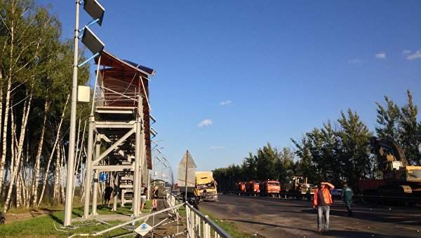 В России из-за обрушения моста пострадало несколько человек (Фото)