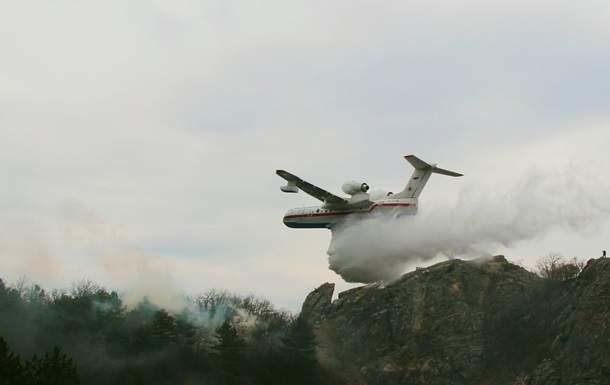 В Крыму пожарники пытаются потушить масштабный пожар