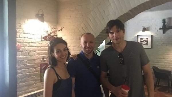 Черновцы встречали Милу Кунис и Эштона Катчера (Фото)
