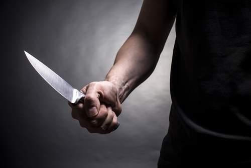 «Баловались» с супругом: В Херсоне женщина изрезала ножом любимого