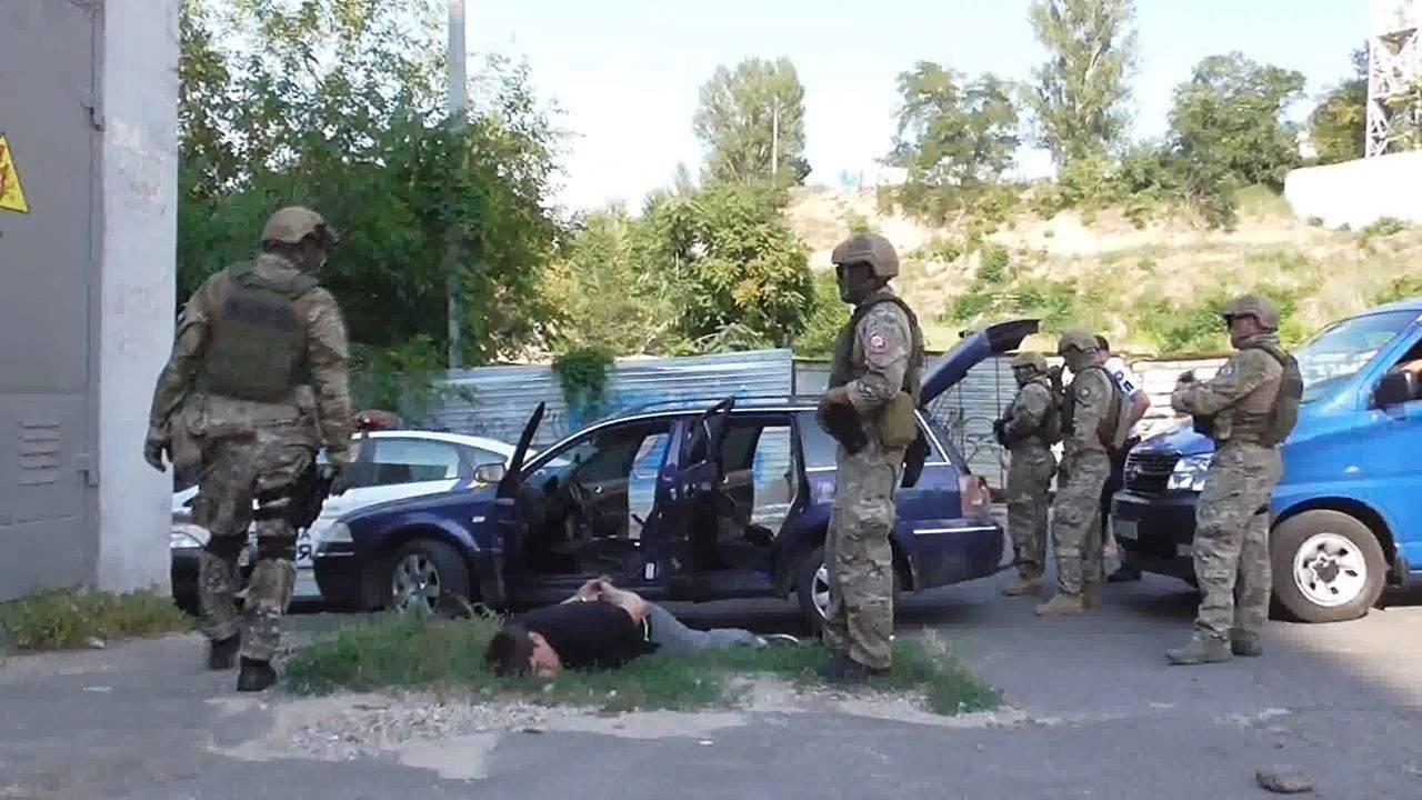 В Одессе полицейские задержали банду, которая торговала опасными наркотиками (Видео)