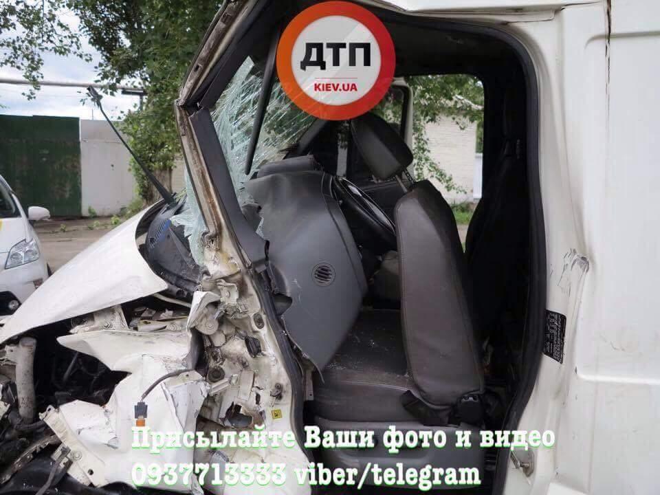 В столице произошло крупное ДТП с пострадавшими (Фото)