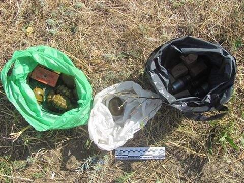 Опасная находка: В Лисичанске был найден пакет со взрывчаткой и кучей боеприпасов (Фото)