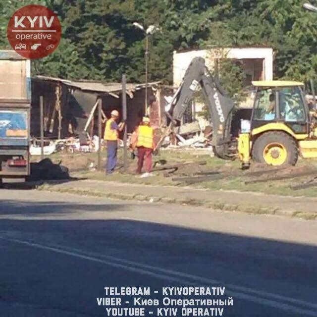 В Киеве продолжается конфликт местных жителей со строителями (фото)