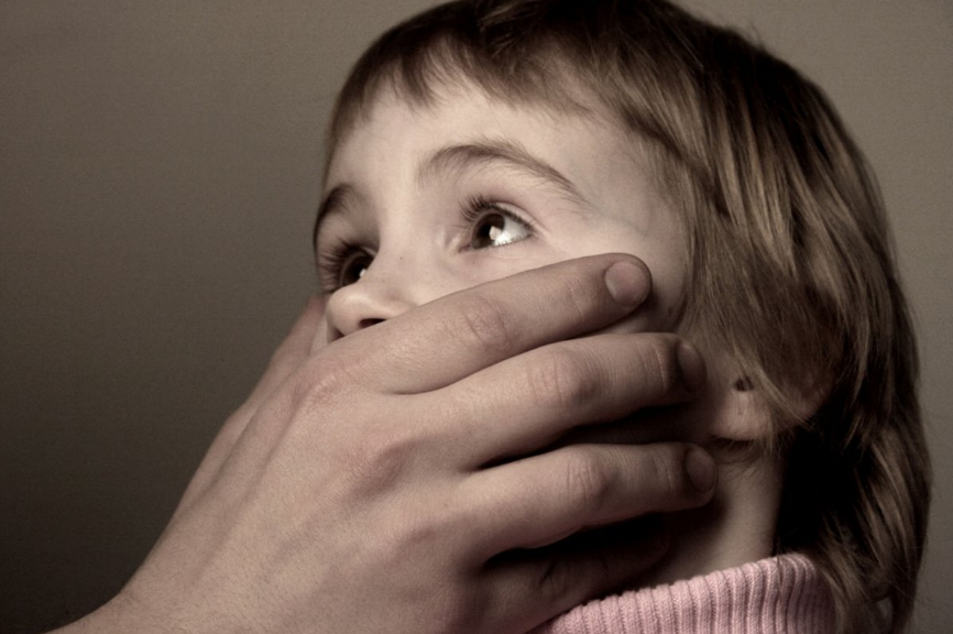 В Запорожье прилежный семьянин хотел изнасиловать школьницу (Видео)