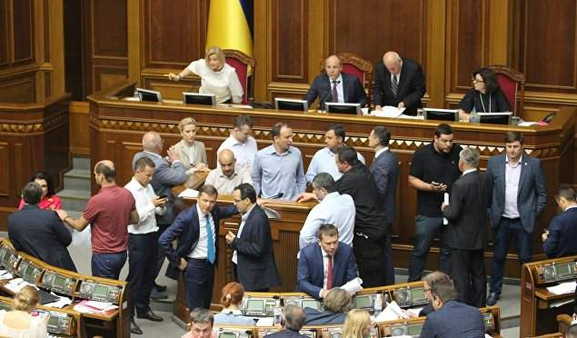 В Украине исполнительная власть саботирует действия парламента, - политолог