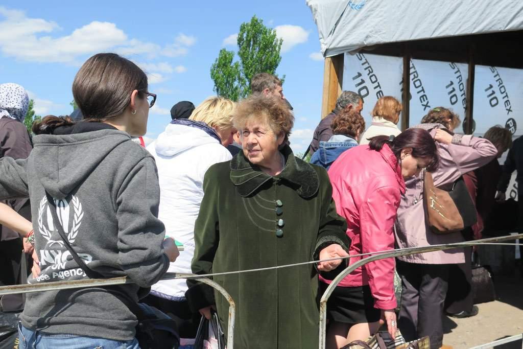 Сотни тысяч жителей востока Украины второй год не получают пенсий и социальных выплат