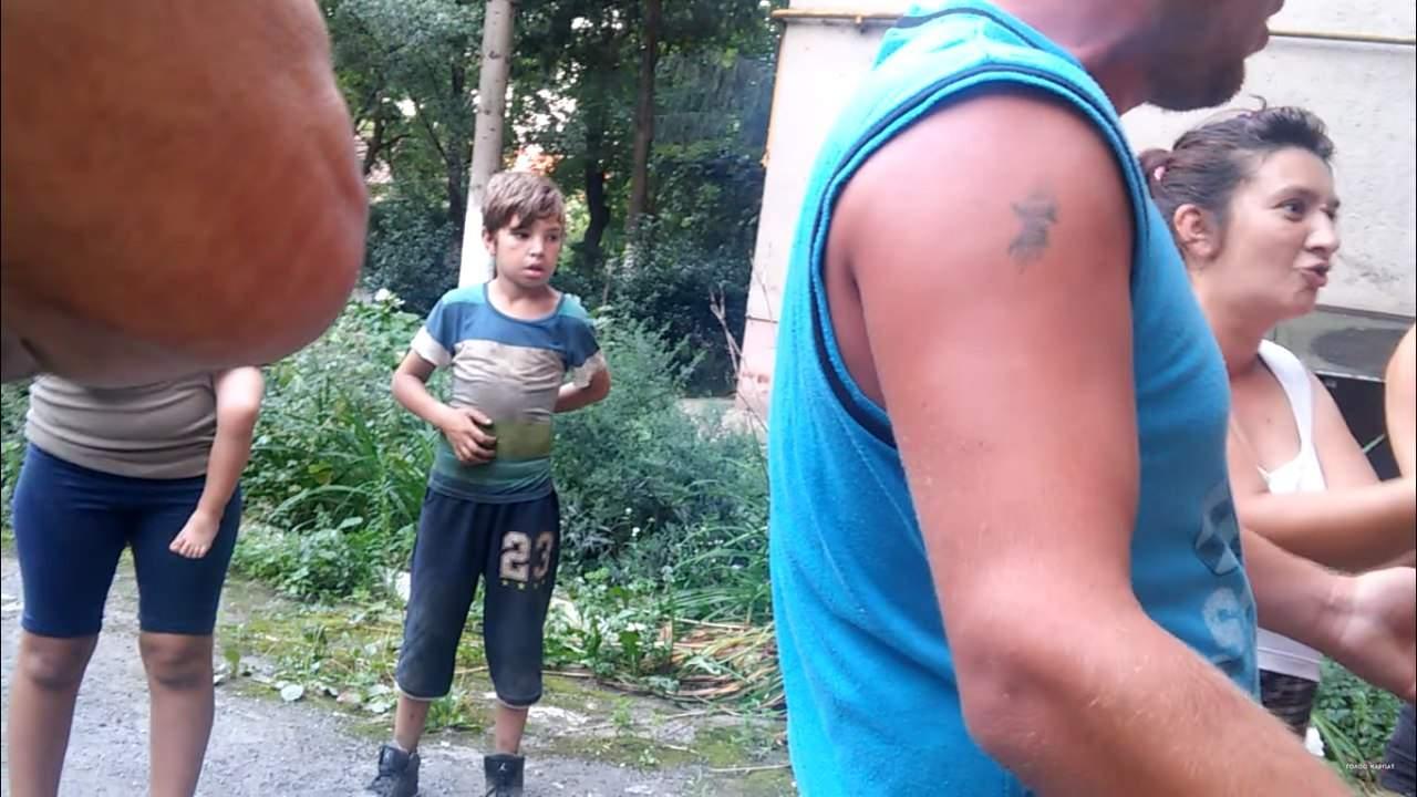 В Мукачево нардеп заступился за беременную женщину и за это был избит циганами (видео)