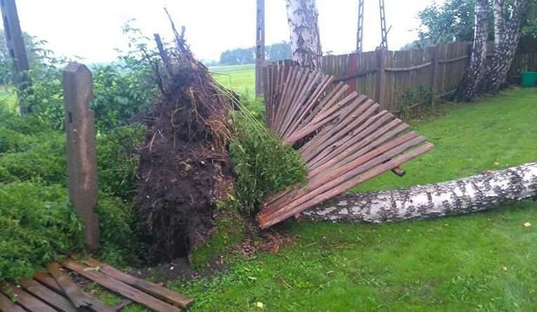 Из-за страшного урагана в Польше гибнут люди (Фото)