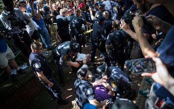 В США националист въехал в толпу людей. Есть пострадавшие (Видео)