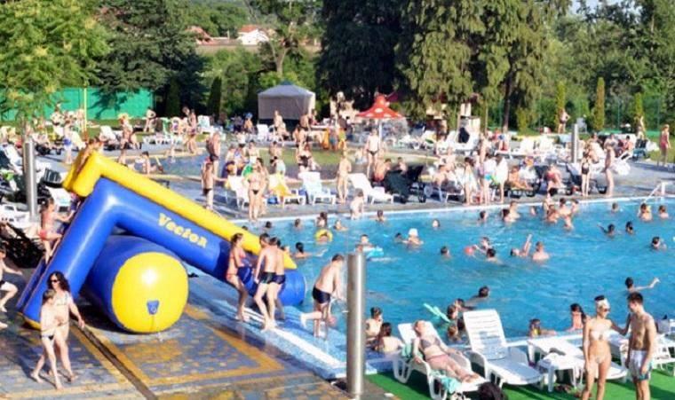 Дискриминация в ужгородском аквапарке: в заведение пропускают только