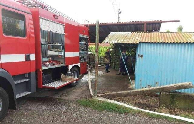 Разгул стихии на Запорожье: Повалены деревья и подтоплены дороги (Фото)