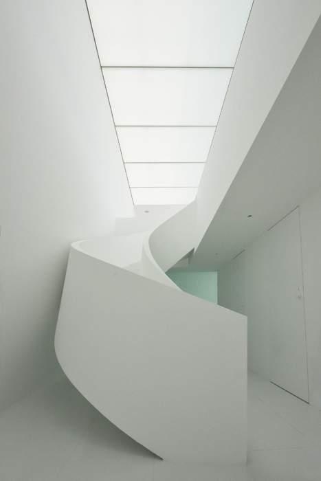 Японские архитекторы построили дом с идеальным белым фасадом (фото)