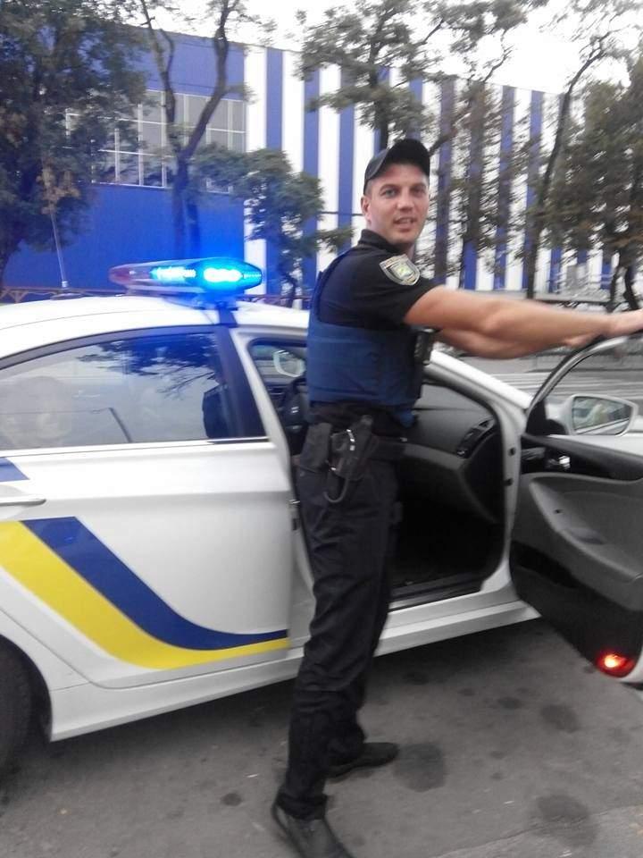 Львовянка публично поблагодарила местных патрульных за помощь