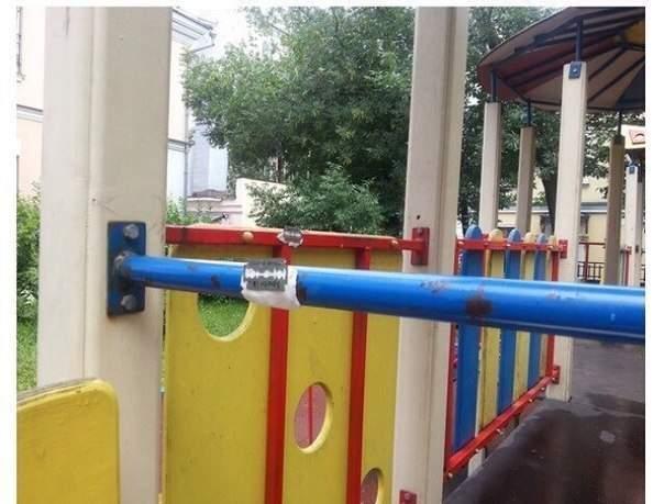 В Одессе неизвестные прикрепили лезвия на детской площадке