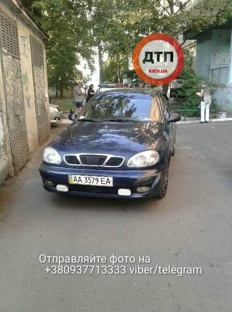 В Киеве очень пьяный водитель  ездил на высокой скорости во дворах