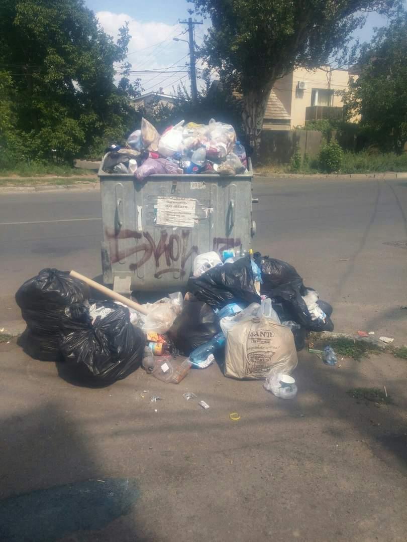 В Одессе, рядом с клиникой семейного типа, выросла настоящая свалка