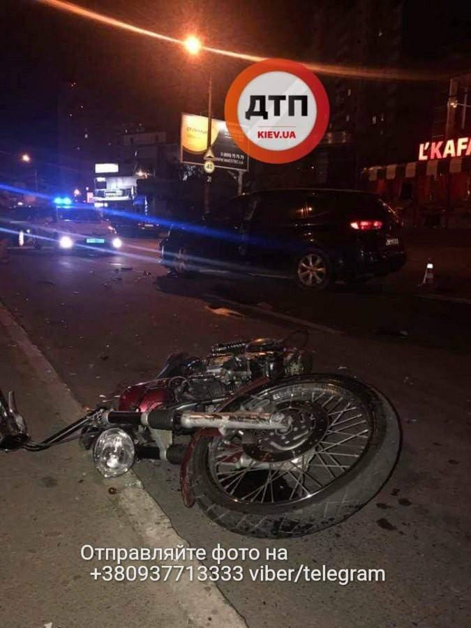 В столице нетрезвый правоохранитель сбил байкера (Фото)