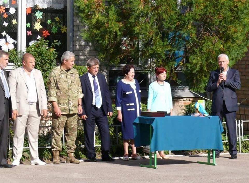 Родители школьников призвали депутатов не приходить на «линейки» 1-го сентября
