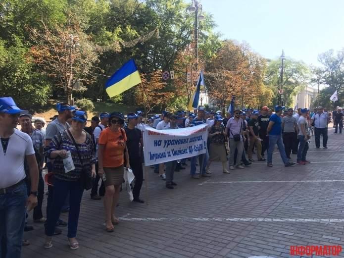 Под Кабмином собрался митинг шахтеров (Видео)