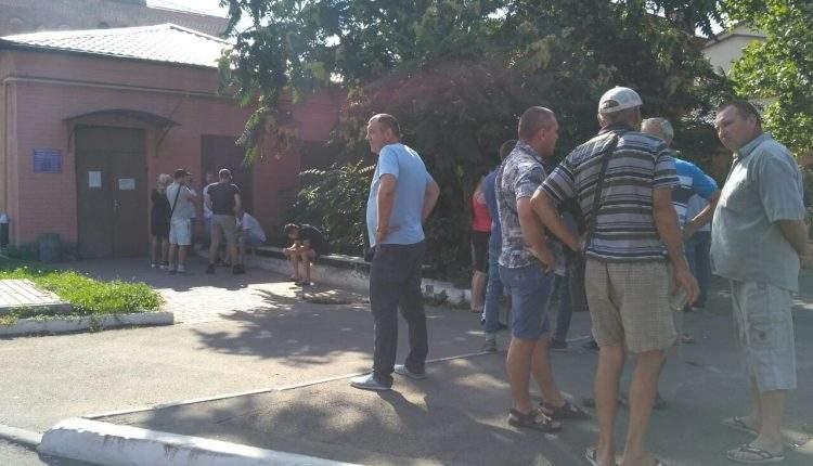 Появились кадры с митинга под стенами одесского СИЗО (Фото)