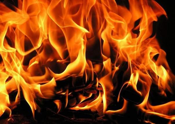 В Донецкой области вновь горели дома мирных жителей