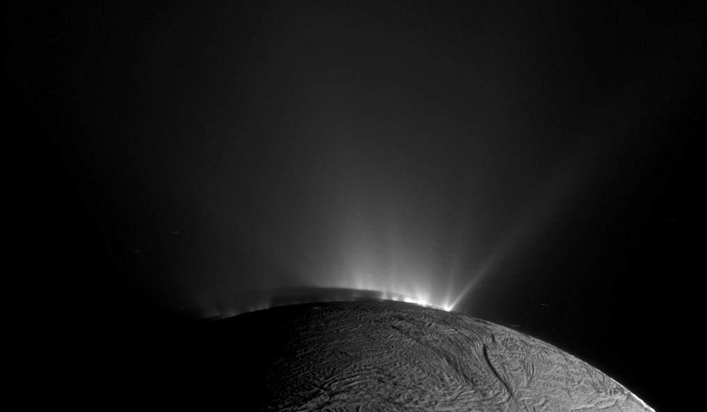 NASA опубликовало подборку самых эффектных затмений в системе Сатурна (фото)
