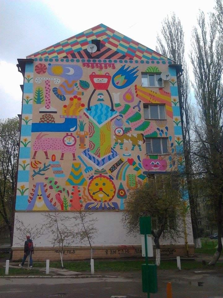 На одном из киевских домов появился стрит-арт в стиле известной украинской художницы (фото)