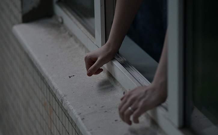 В Николаеве школьница выпрыгнула из окна 14 этажа