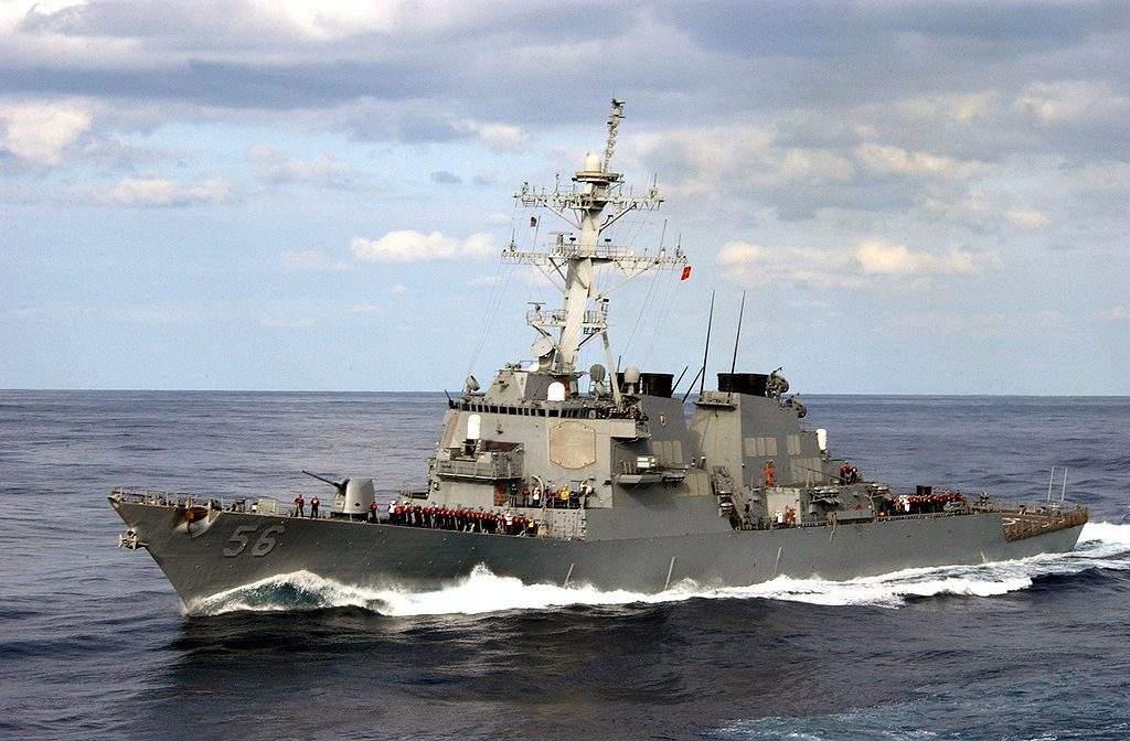 В водах Малайзии столкнулись ракетный эсминец США и корабль: 10 моряков бесследно исчезли