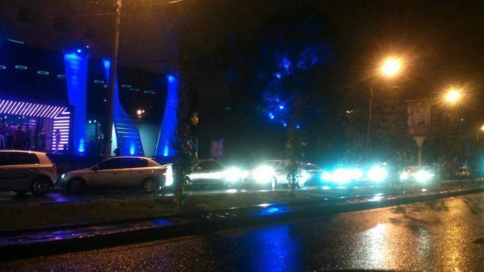 Во Львове «Скорой помощи» перегородили проезд представители «золотой молодёжи» (фото)