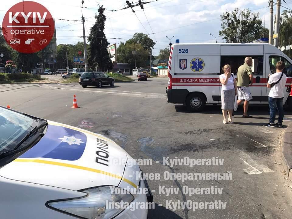 В Киеве водитель тягача переехал женщину и даже не заметил (Фото)