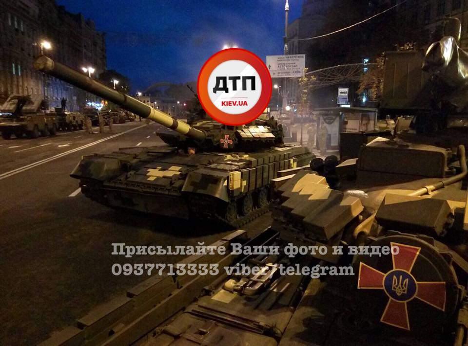 На Крещатик начали свозить военную технику (Фото)