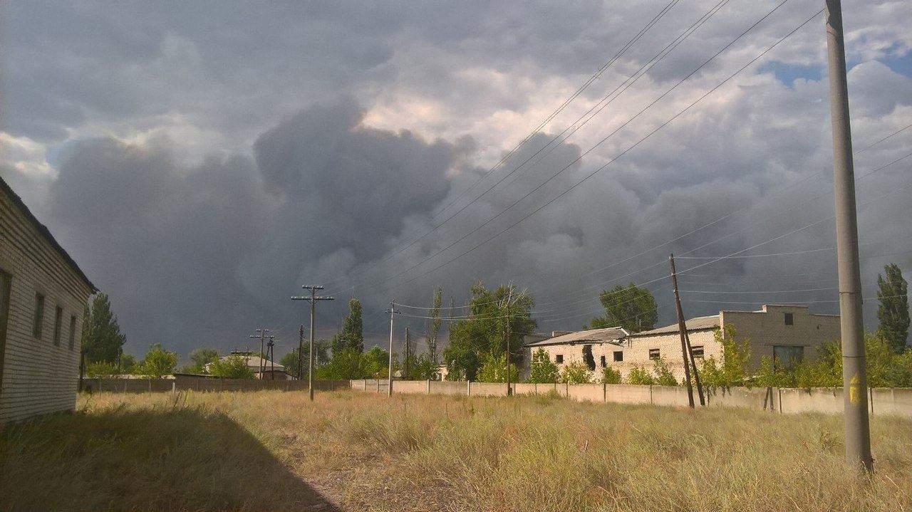 Масштабные пожары бушуют в Станице Луганской: специалисты второй день не могут справиться с огнём (фото)