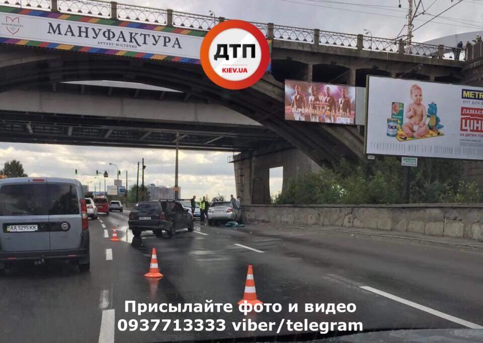Мощное столкновение нескольких авто в Киеве: Есть погибшие (Фото)