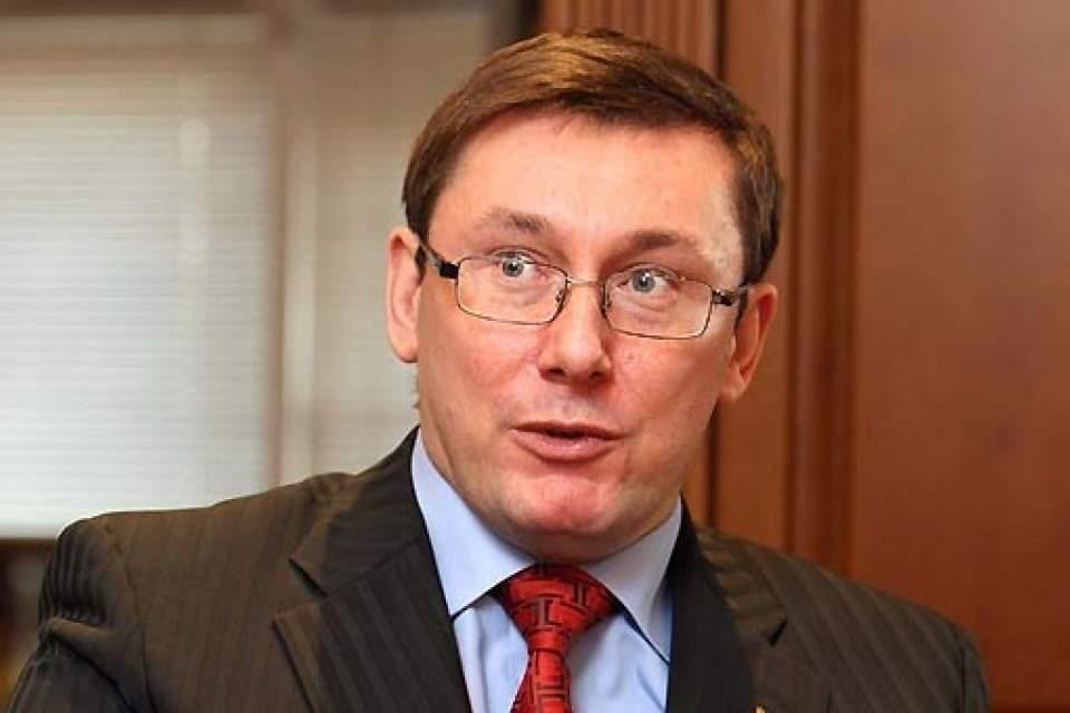 Луценко недоволен зарплатой и требует отставки главы Минфина