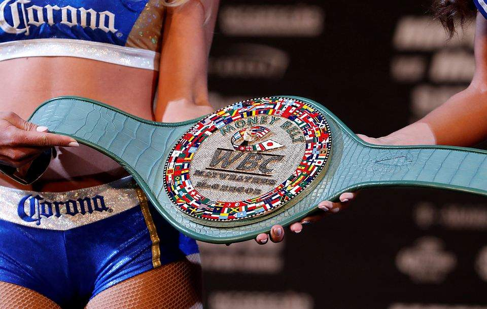 Дороже короны: WBC представил пояс на бой Мэйуэзера - Макгрегора