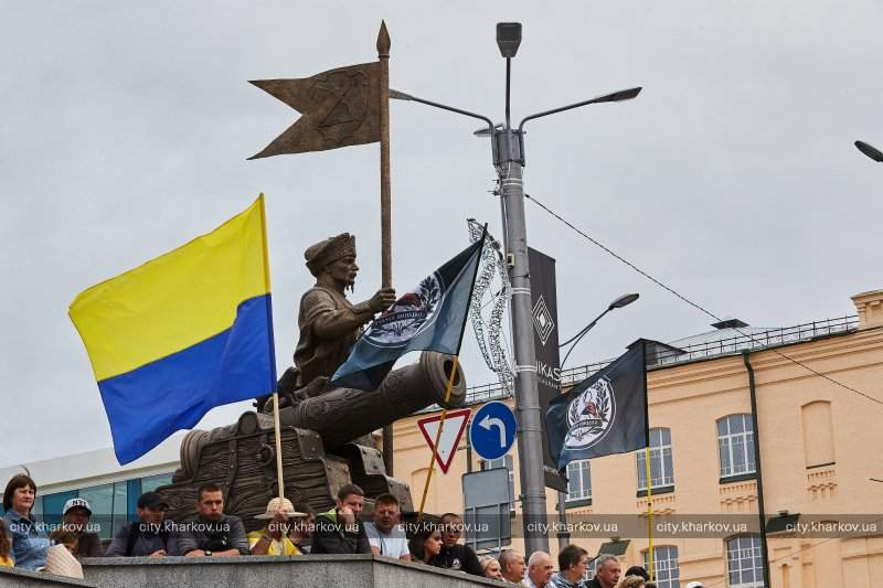 «Бронзовый атаман в полный рост»: в  Харькове торжественно открыли памятник Сирко (фото)